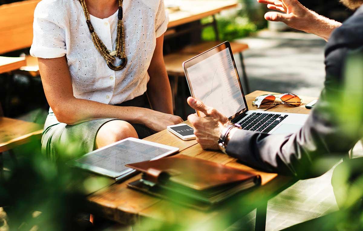 https://consultormarketing.digital/wp-content/uploads/2019/07/Qual-a-diferença-entre-uma-agência-e-uma-consultoria-de-marketing-digital.jpg
